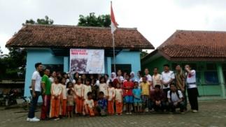 Peresmian perpustakaan di Desa Labansari (7/2) oleh Sekdes dan Prodi Ilmu Komunikasi President University