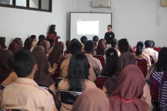 Seminar komunikasi organisasi di SMA Mutiara 17 Agustus Bekasi (9/8/2018).